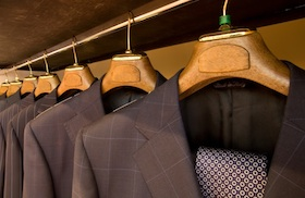 Hanging_Designer_Suits_Men (2)